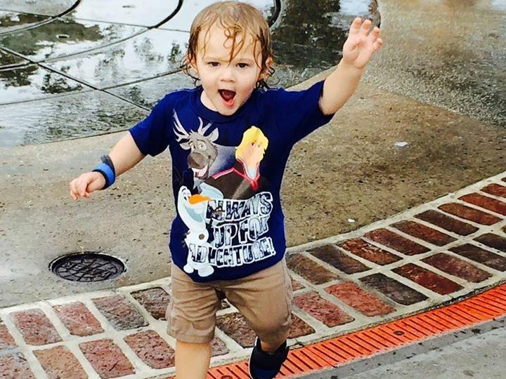 Raise your hand if you love Splash Pads!