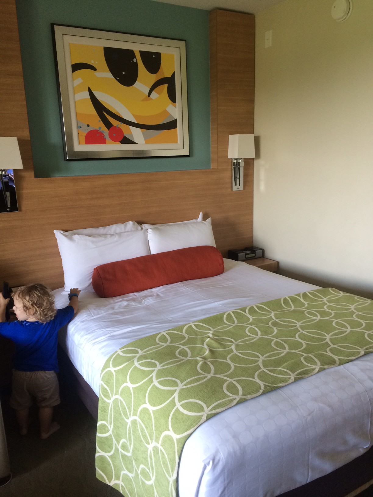 The queen size bed of the Deluxe Studio.