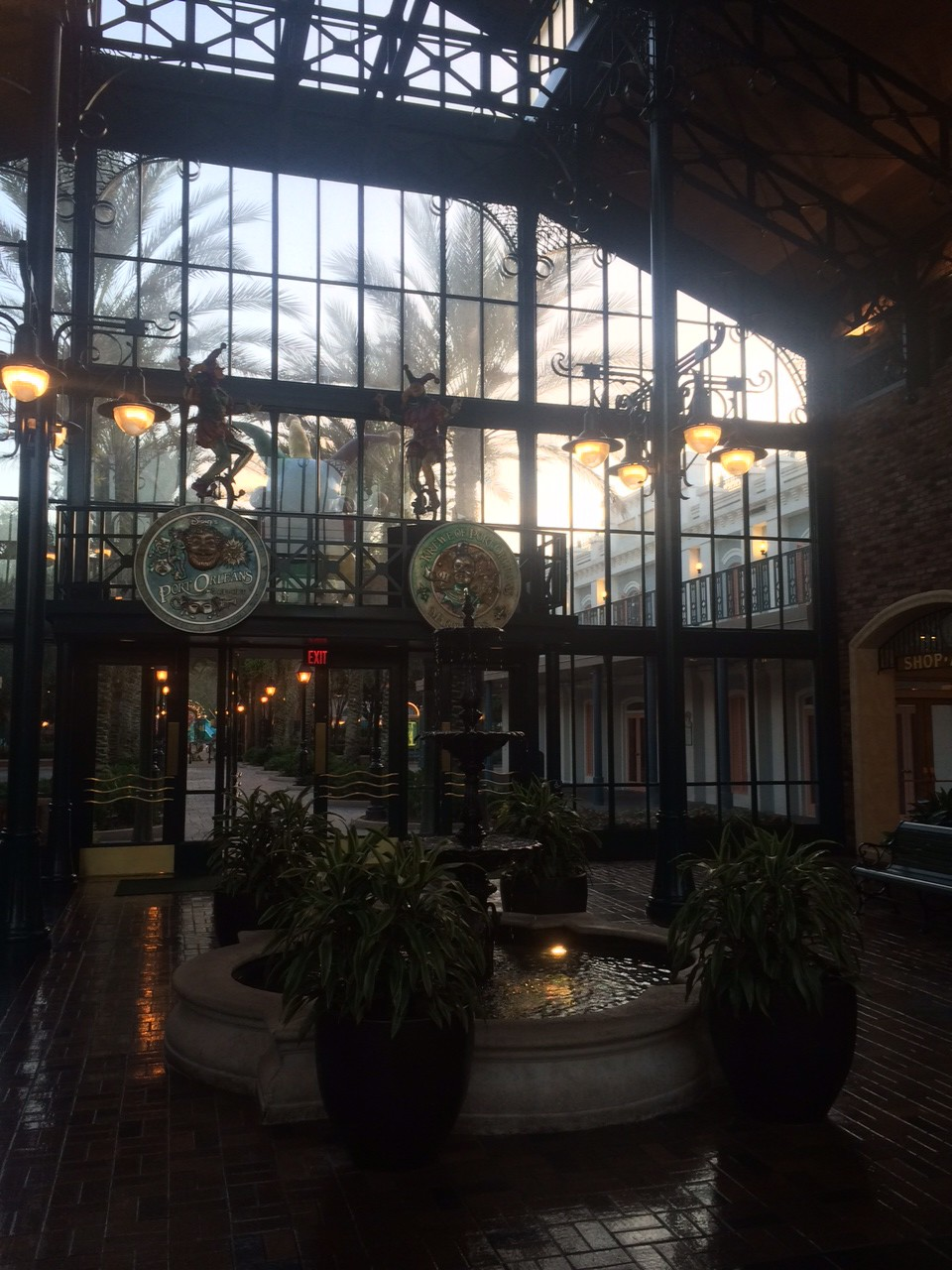 The huge lobby of the French Quarter