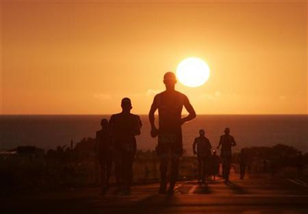 Runners reach the halfway point of the marathon length run portion of the Kailua-Kona, Hawaii Ironman World Championship triathlon in this October 10, 2009 file photo. REUTERS/Hugh Gentry