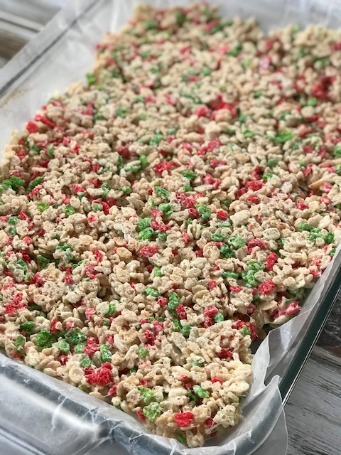 Minnie Mouse Rice Krispies Treats, Christmas Treat, Disney Christmas Treat, Rice Krispies Treat, Holiday Baking Idea, Minnie Rice Krispies